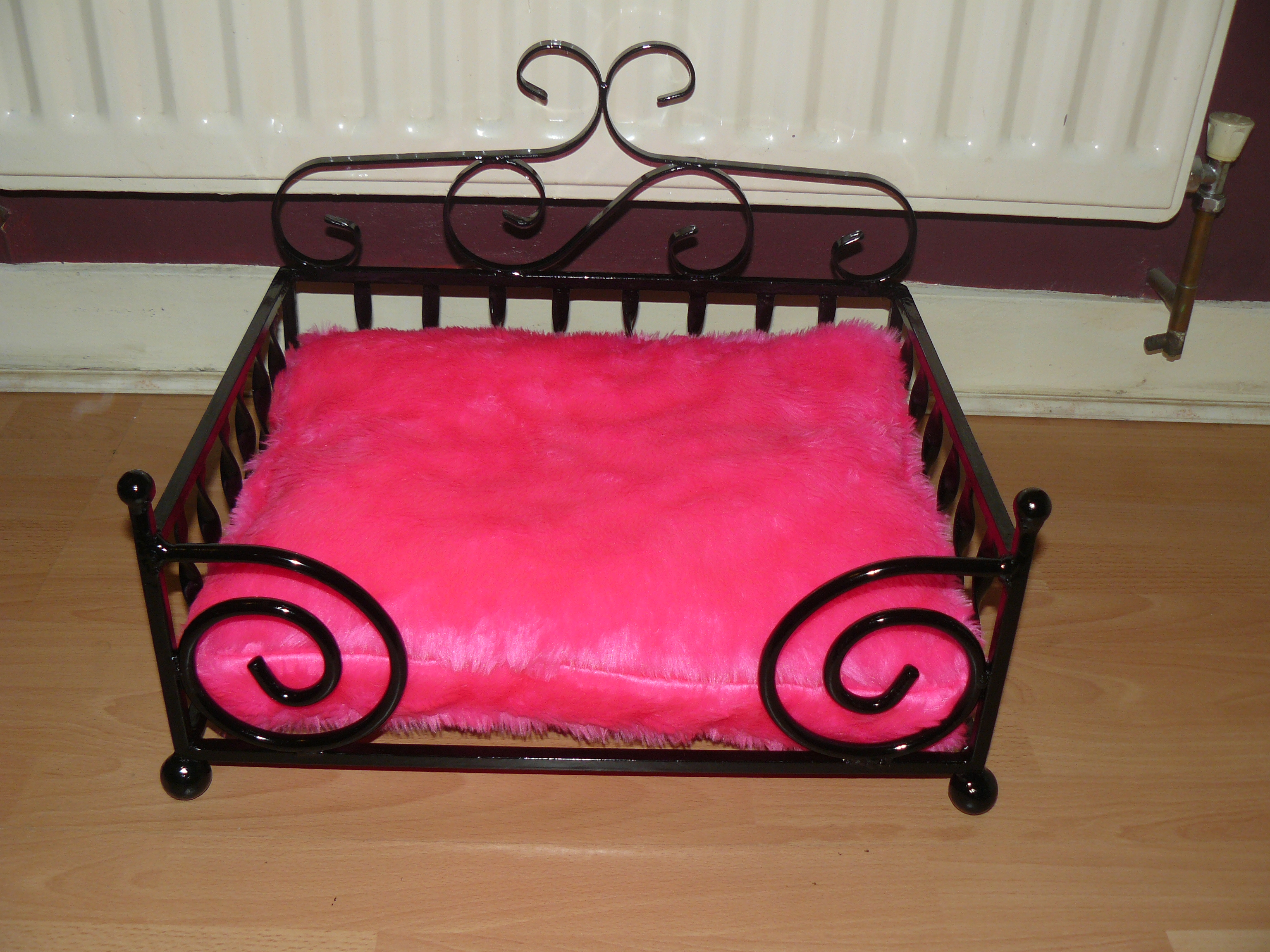 hot pink diva dog bed for small dogs